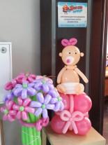 №15.01 Малышка на подарке - 550р., букет из цветов (11 штук) - 550р