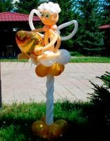 №15.28 Ангелок на подставке, высота 1.6 метра - 800 руб.