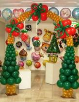 №9.09 Новогодняя арка из воздушных шаров (высота 2 метра, ширина 1.5 метра) - 2450 руб.