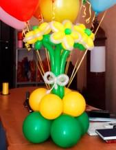 №12.09 букет из 3-х цветов с окантовкой и на подставке - 230р.