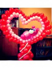 №12.67. Сердце из шаров с мишкой, высота 1.5 метров, стоимость - 1500р.
