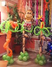 №6.33. Пальма из шаров с обезьяной, попугаем или со змеёй, высота 1.7 метра, стоимость 900р.