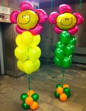 №6.38. Фонтан из 9-и гелиевых шаров и фольгированного цветочка, на подставке - 685р.