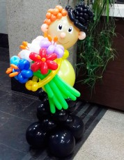 №12.60.  Джентельмен с букетом из 7-и цветов - 1650р.