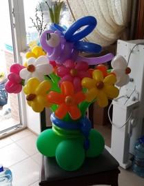 №1.12. Букет из 15 цветов  со стрекозой, на подставке - 900р. Цвет на выбор, высота 1.3- 1.5м.