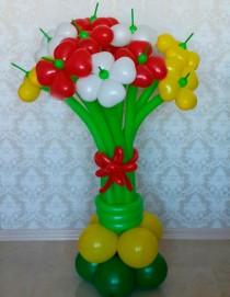 №1.01. Букет из 9-и цветов-сердец на подставке. Высота 1.3 - 1.5 м. Стоимость 690р.