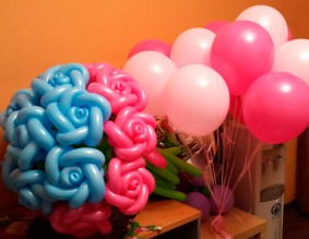 №12.37. Розы из шаров - 100 руб.\шт., гелиевые шары от 54 руб.\шт.
