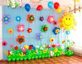 №6.54. Стоимость композиции - 2910р., включено: полянка 3 метра с цветами 17 шт., цветы на стене 8 больших и 8 маленьких, солнышко из шаров.