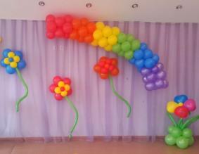 """№6.13 Стоимость композиции - 1360р., включено: арка """"радуга"""" 3 метра, цветы на стену 3 шт., цветок большой на полу."""