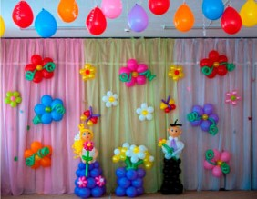 №6.53. Стоимост композиции - 3190р., включено: цветы большие на стену 7 шт., цветы маленькие на стену 7 шт., цветы 5 шт на подставке, фигуры выпускников.