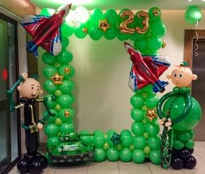 №11.64. Фотозона из воздушных шаров (доп. декор включён в стоимость): высота 2 м., ширина 1.5м.  - 4900р. Фигуры военных по 900р.