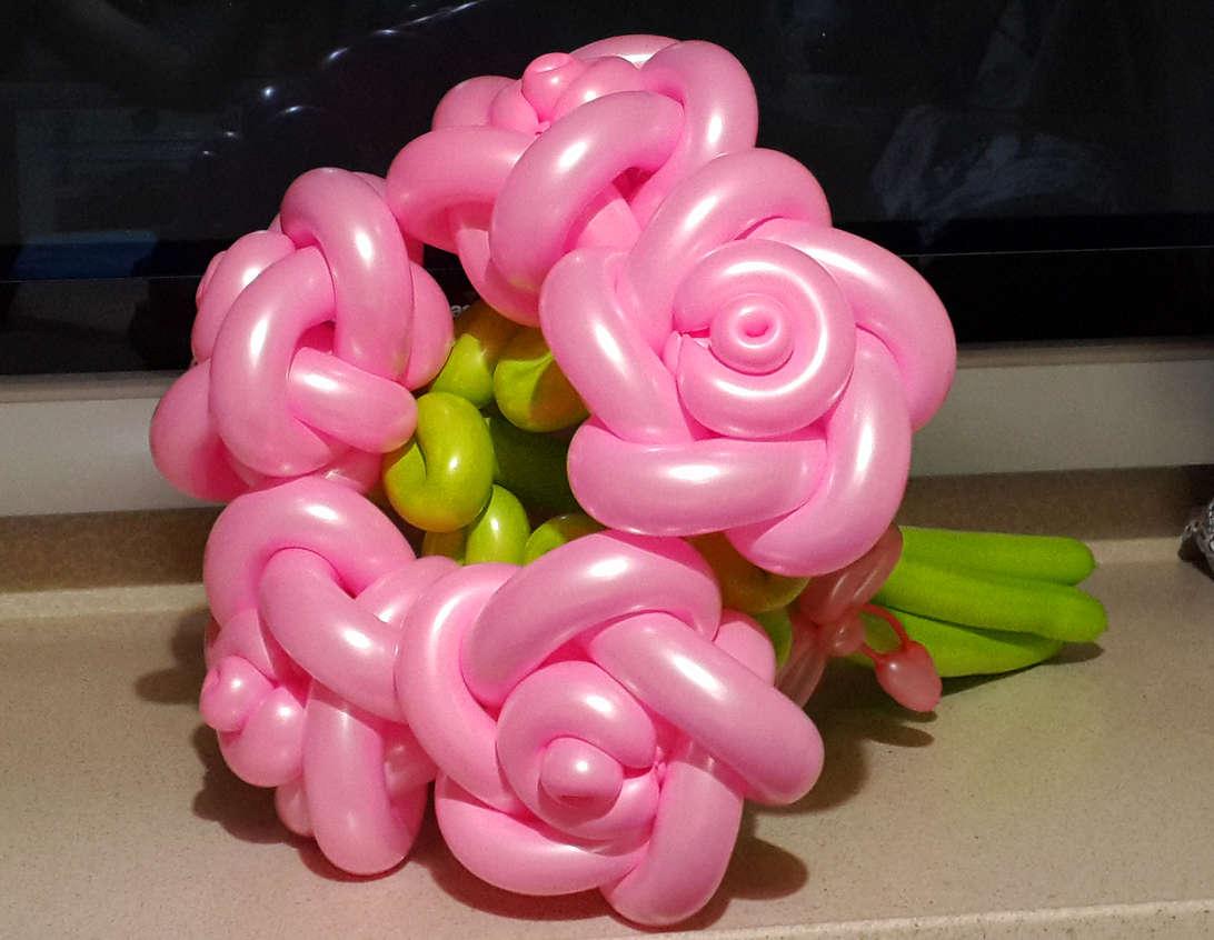 Как сделать букет с цветами из шаров 564